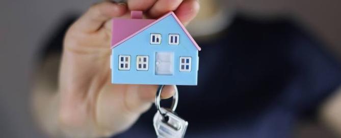 size_810_16_9_mao-segura-chaves-de-casa
